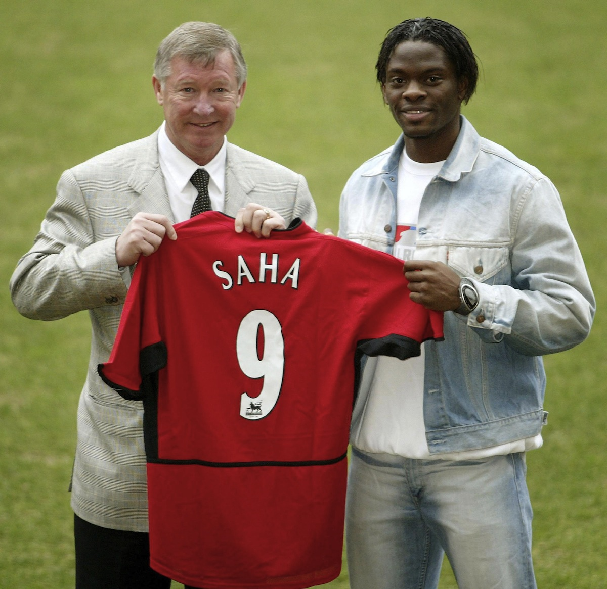 Alex Ferguson with his new signing Louis Saha