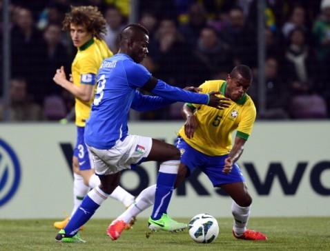 Brasile Italia, Balotelli in azione