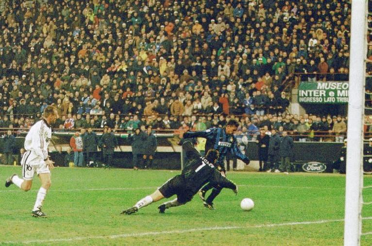 1998-99_25nov1998_champions league_inter-real madrid 3-1_baggio supera illgner in uscita e realizza il terzo gol