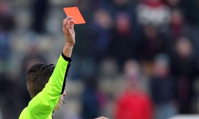 """Lombardia, otto arbitri squalificati: """"Devono perdere"""""""