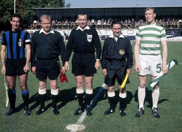 Il momento del sorteggio prima della finale di Lisbona, la terna arbitrale tra i due capitani: Armando Picchi e Billy McNeill