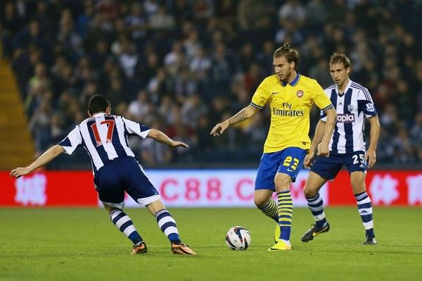Arsenals-Nicklas-Bendtner-centre-is-under-pressure-from-West-Bromwich-Albions-Graham-Dorrans-6095703