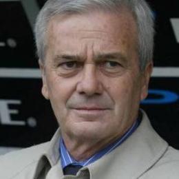Il navigato tecnico Gigi Simoni. Portò l'Ancona in A per la seconda volta nella sua storia.