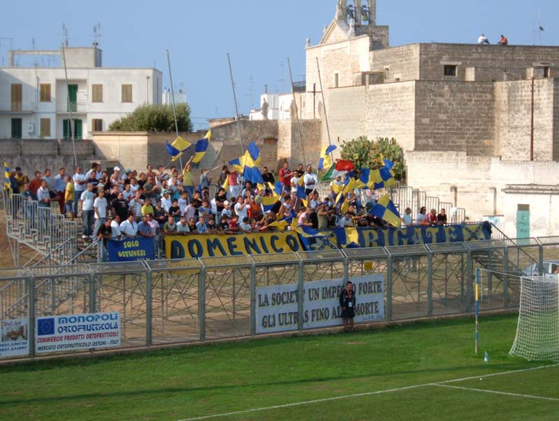 Tifosi-dellOstuni-Calcio