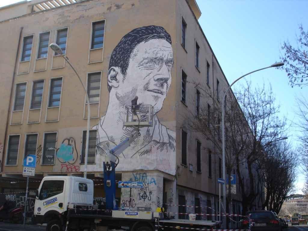 Il-murales-gigante-sulla-scuola-di-Francesco-Totti-16