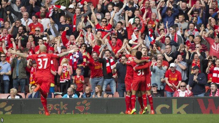 L'esultanza dei giocatori del Liverpool dopo il gol del vantaggio.