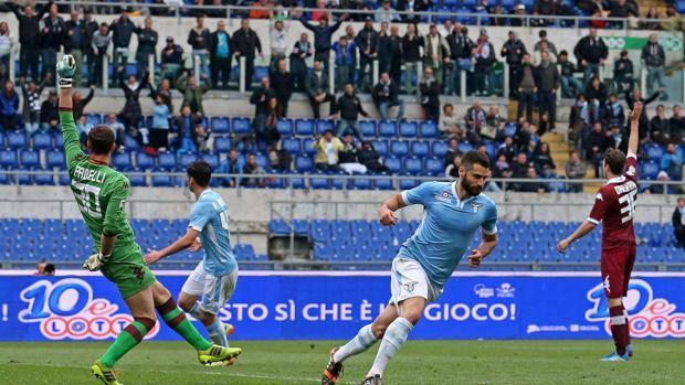 Il terzo gol della Lazio, scaturito dall'errore di Darmian.