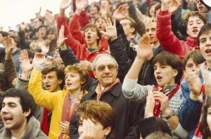 L'amatissimo presidente Luzzara in mezzo ai tifosi della Curva.