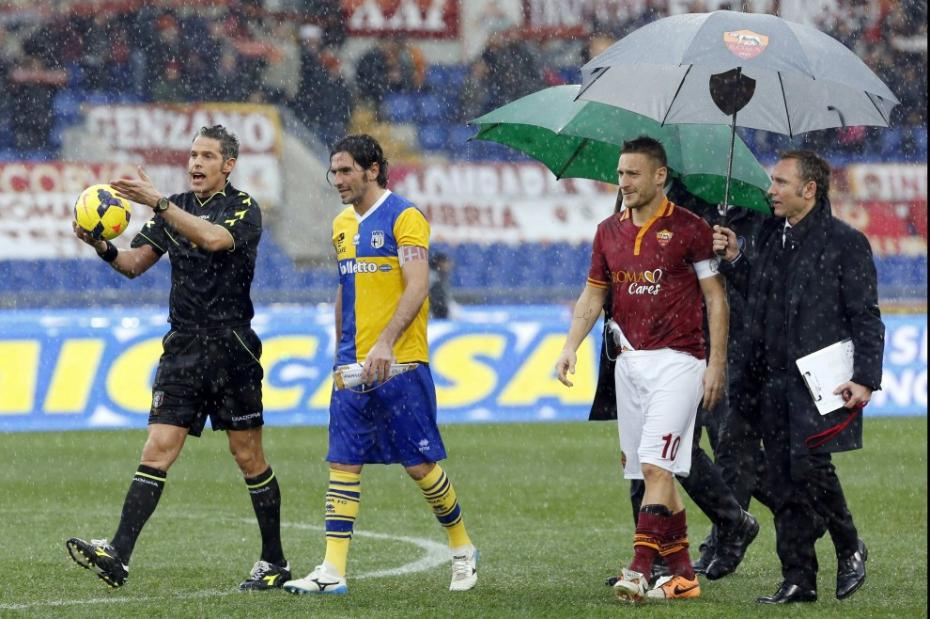 Gli otto minuti di Roma-Parma giocati il 2 febbraio sotto un diluvio.