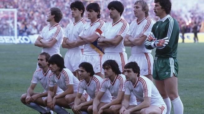 L'11 della Steaua Bucarest prima del calcio d'inizio della finale di Siviglia