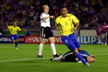 Ronaldo esulta, Khan si dispera. Brasile-Germania 2-0 e verdeoro campioni del mondo.