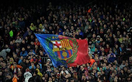 sport_calcio_estero_liga_barcellona_bandiera_tifosi_getty