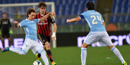 Ledesma e Biglia in azione contro il Milan