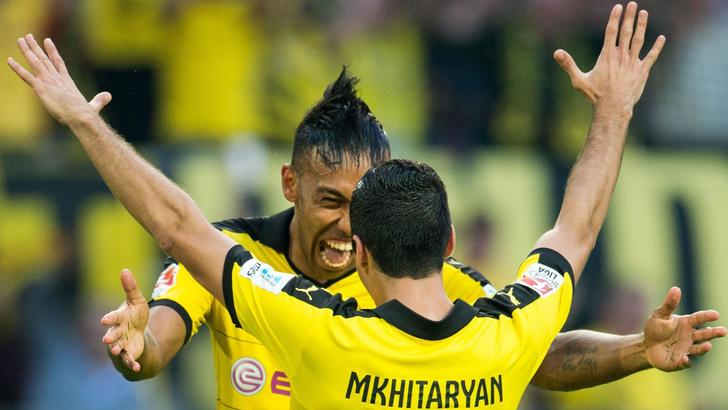 epa04885253 Dortmunds Henrikh Mkhitaryan (R) celebrates with teammate Pierre-Emerick Aubameyang (L) after scoring the 4-0 lead during the German Bundesliga soccer match between Borussia Dortmund and Borussia Moenchengladbach at the Signal Iduna Arena in Dortmund,Germany, 15 August 2015. (EMBARGO CONDITIONS - ATTENTION: Due to the accreditation guidelines, the DFL only permits the publication and utilisation of up to 15 pictures per match on the internet and in online media during the match.)  EPA/BERNDTHISSEN