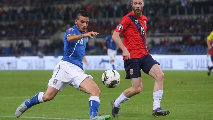 Italy's Alessandro Florenzi (L) and Norway's Jo Inge Berget (R) in action during the UEFA EURO 2016 group H qualifying soccer match between Italy and Norway at the Olimpico stadium in Rome, Italy, 13 October 2015. ANSA/ALESSANDRO DI MEO