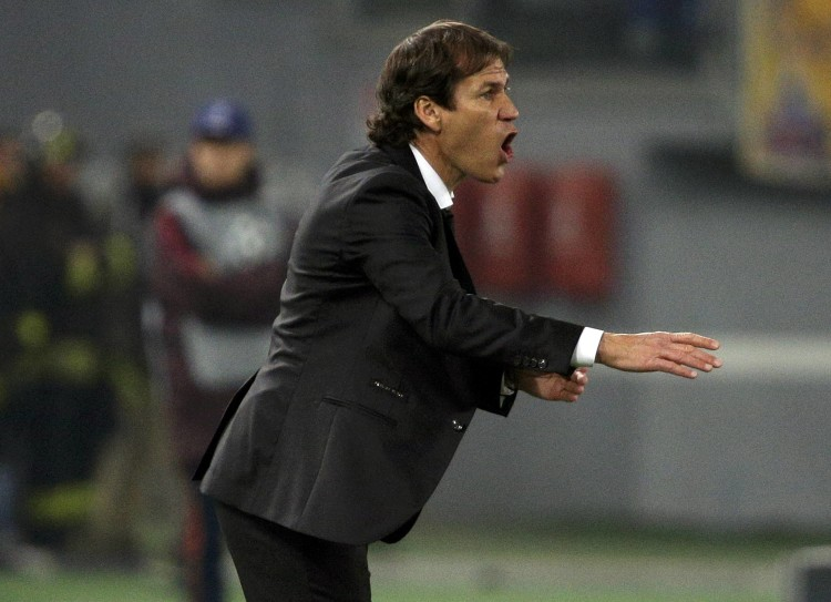Football Soccer - AS Roma v BATE Borisov - Champions League Group Stage - Group E - Olympic Stadium, Rome, Italy - 09/12/15 - AS Roma's coach Rudi Garcia reacts during the match against BATE Borisov. REUTERS/Max Rossi