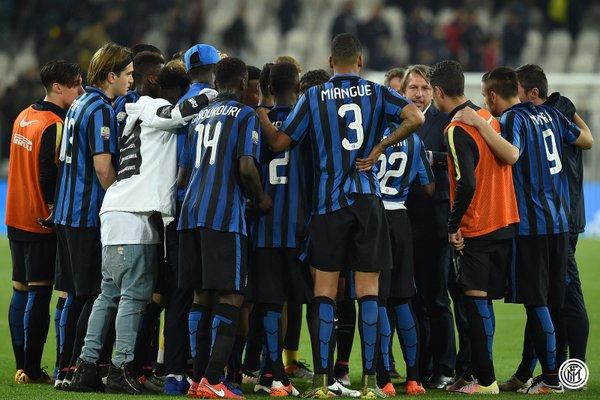 Vecchi istruisce la squadra - Fonte Twitter @Inter