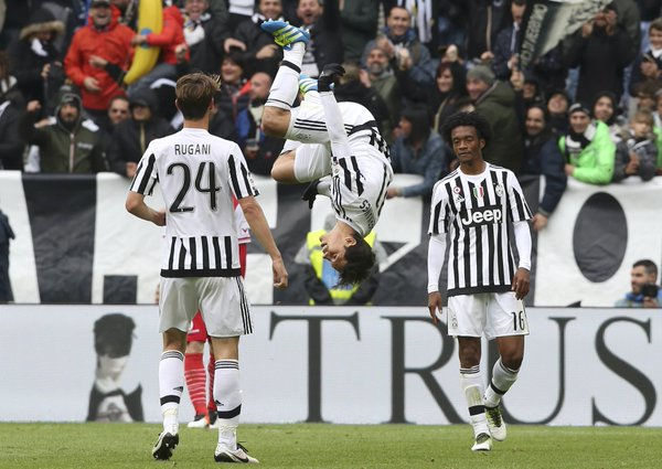 Hernanes esulta dopo il gol - FOTO: account Twitter GazzaNet