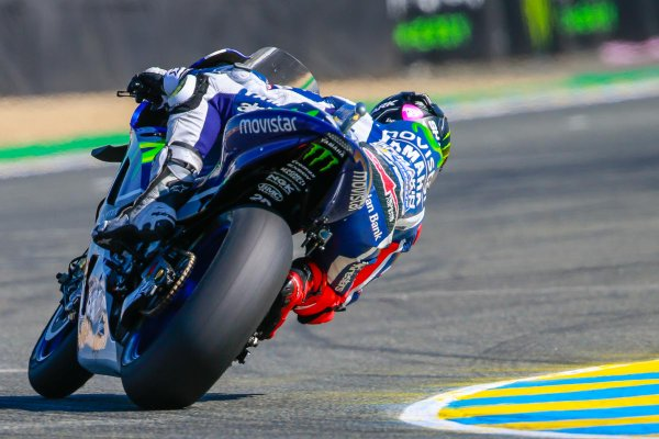 Jorge Lorenzo in azione a Le Mans. Fonte: Twitter @MotoGP