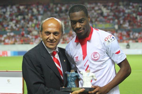 Geoffrey Kondogbia con la maglia del Siviglia Fonte: el-sevillista.com