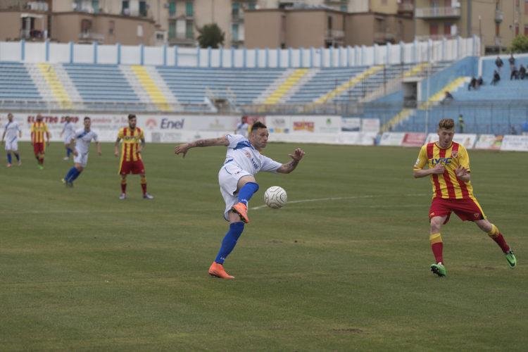 Un momento della sfida pareggiata dal Benevento sul campo dell'Akragas. Fonte: sicilialive24.it