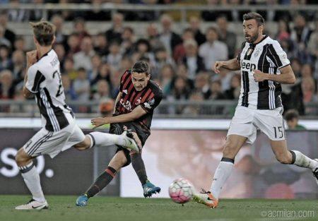 Mattia De Sciglio durante Milan-Juventus, finale ci Coppa Italia Fonte - Account Twitter @acmilan