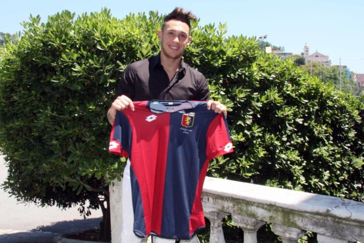 Lucas Ocampos con la maglia del Genoa - Fonte: genoacfc.it