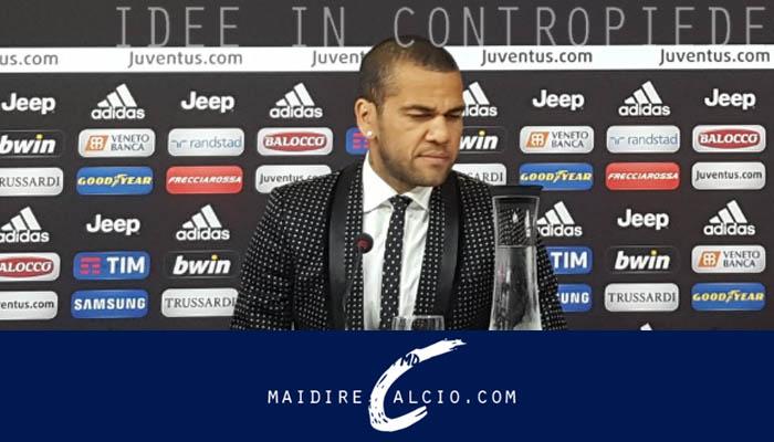 Dani Alves presentato dalla Juventus