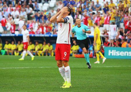 Robert Lewandowski, assieme a Cristiano Ronaldo, è il grande atteso di Polonia-Portogallo. Fonte - Twitter @UEFAEURO