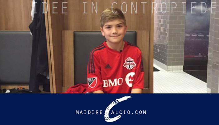 Il piccolo Murphy Malone con la casacca del Toronto FC.