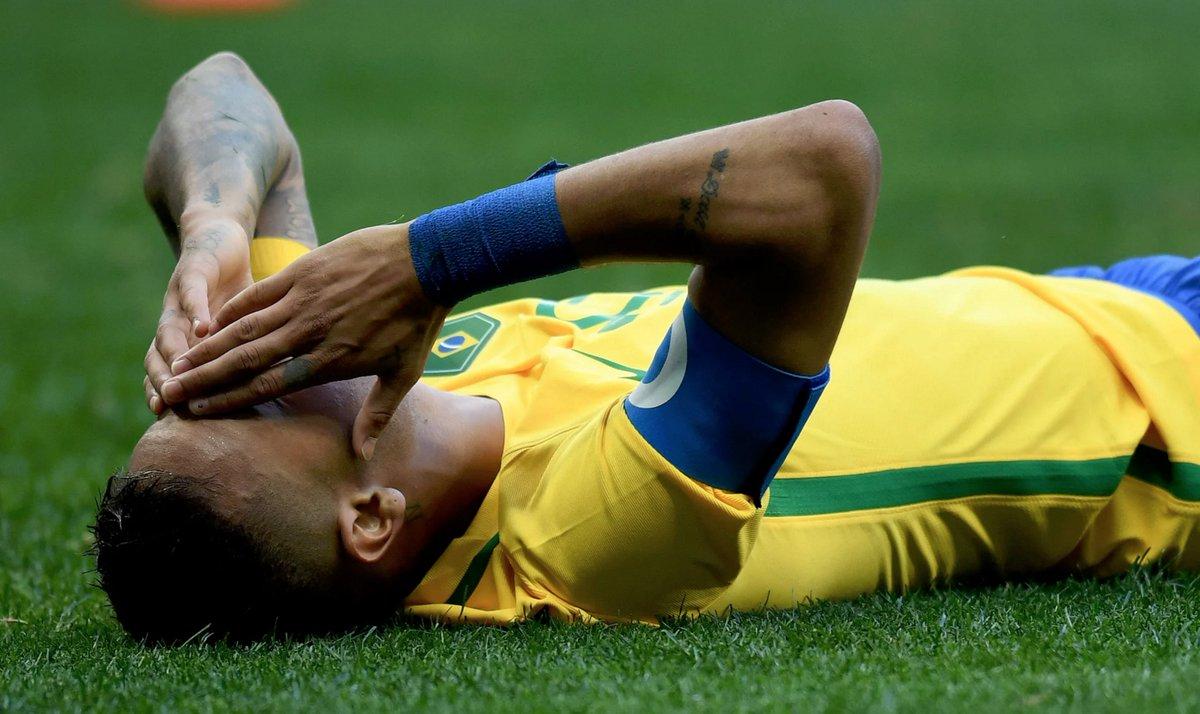 """Brasile in campo per evitare l'eliminazione, Zico: """"Neymar non è degno della fascia"""""""
