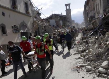 Protezione Civile al lavoro dopo il terremoto nell'Italia centrale - FOTO @Twitter
