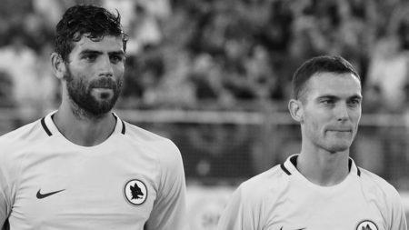 Vermaelen assieme a Federico Fazio prima dell'esordio nell'amichevole Latina-Roma. Fonte @Account Twitter @OfficialASRoma