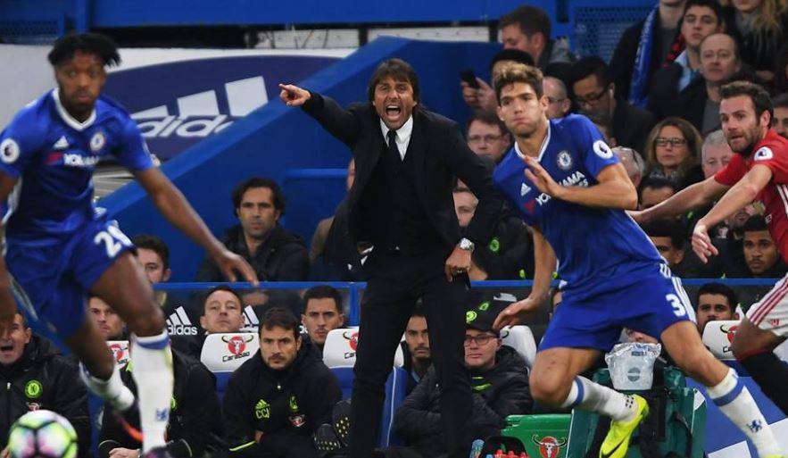 Antonio Conte guida i suoi dalla panchina nel trionfale match contro lo United FOTO@ChelseaFC