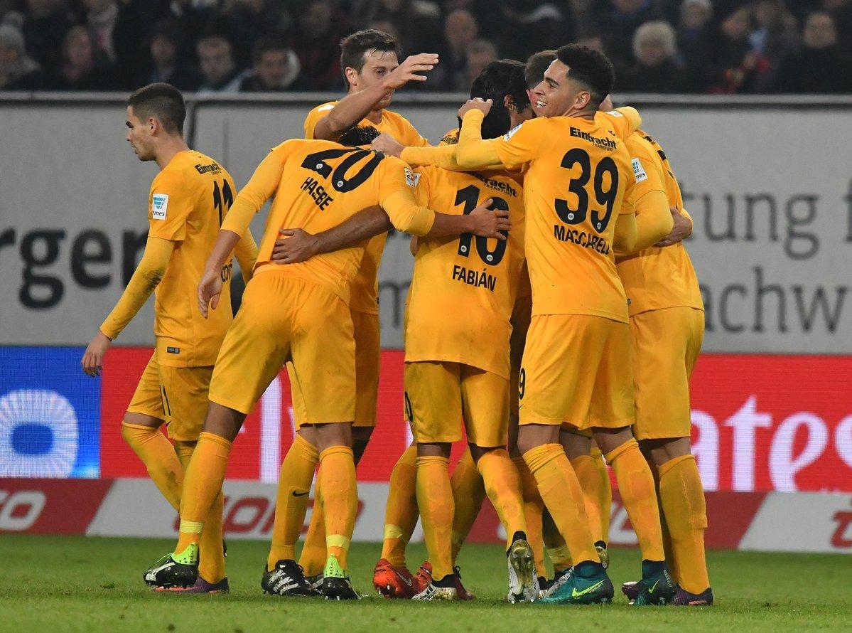 Eintracht Francoforte in goal contro l'Amburgo (Foto: Twitter ufficiale @Eintracht)