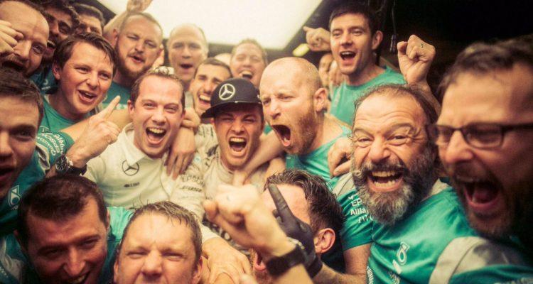 Nico Rosberg festeggia il titolo di campione del mondo di F1 - Fonte: Twitter @Nico_Rosberg