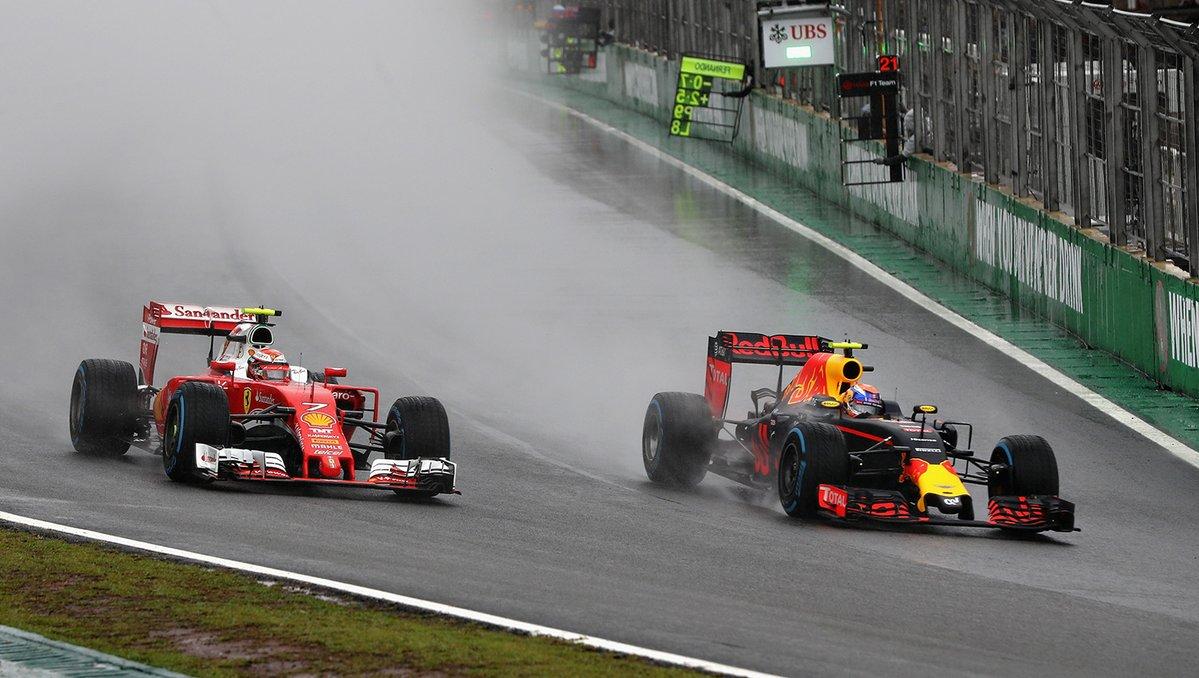 Max Verstappen infila Kimi Raikkonen alla prima staccata - Fonte: Twitter @redbullracing