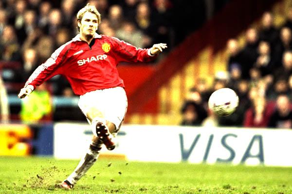 David Beckham da calcio di punizione - Manchester United