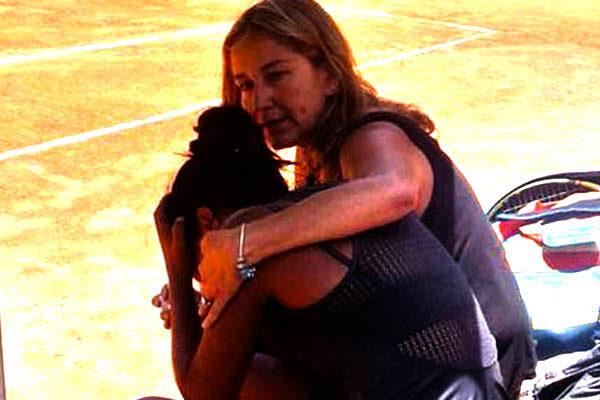 Daniela Seguel sul campo da tennis dopo aver appreso la notizia della morte del padre.