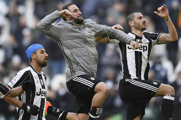 Leonardo Bonucci, Gonzalo Higuain, Juventus-Lazio - Fonte: Juventus Twitter