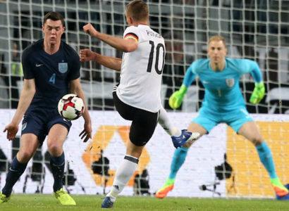 Germania-Inghilterra, Lucas Podolski e Joe Hart