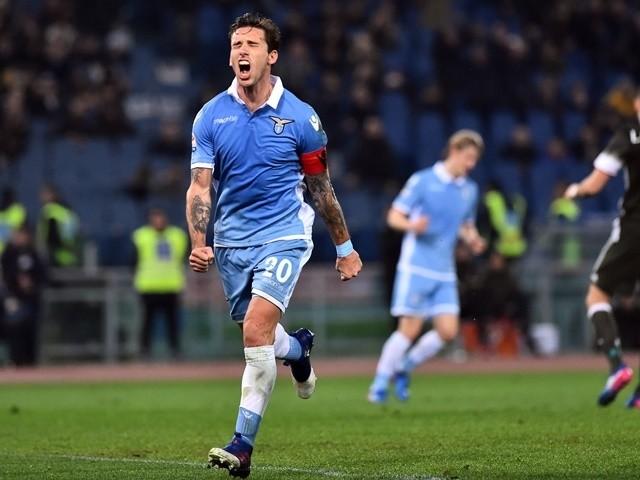 Lucas Biglia esulta dopo il rigore trasformato in Lazio-Milan. (Fonte: SportsMole.co.uk)