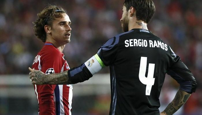 Griezmann e Sergio Ramos durante Atletico Madrid-Real Madrid